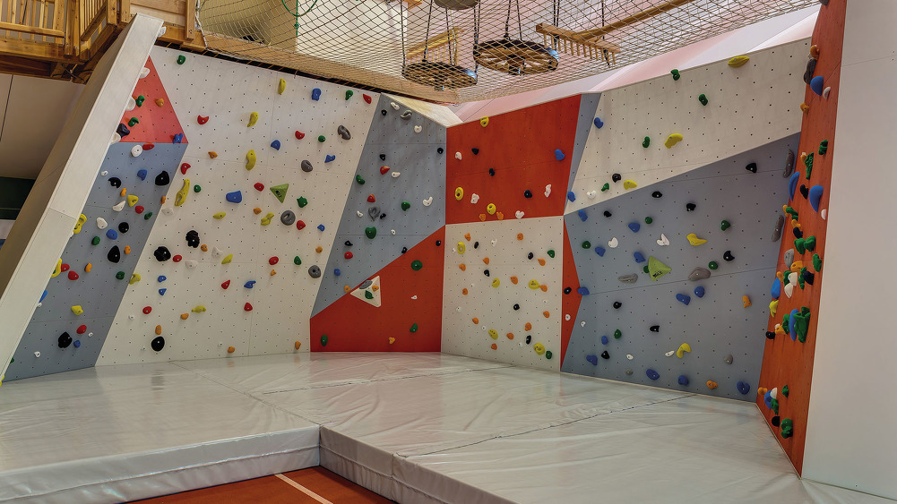 Fun-Action Area - Boulderwand
